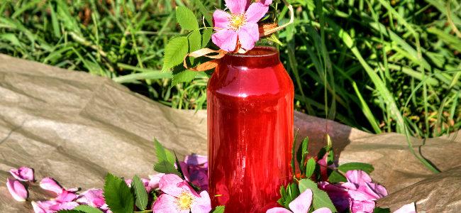 z natury: dzika róża – syrop z płatków